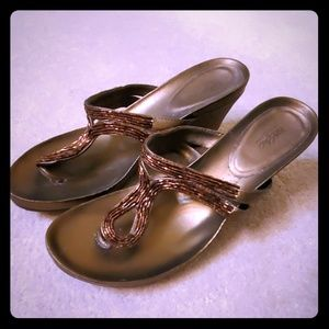 Mossimo Supply Co brown / copper sandals size 8.5